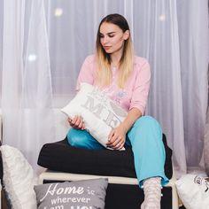 Secretele unui pijama party reusit? Prietene vesele si frumoase, si pijamale colorate 💕noi le-am luat pe ale noastre de la @uniconf si ne-au placut maxim Comfy Pajamas, Pajamas Women, Instagram Posts, Pajamas For Women