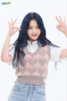 K Pop, South Korean Girls, Korean Girl Groups, Weekly Idol, It's Going Down, Ruffle Blouse, Turtle Neck, Culture, Crop Tops