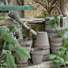 Tilaa nyt Bergs Potterin laadukkaita kukkaruukkuja Home In Garden Ruukkuverkkokaupasta. Watering Can, Wicker Baskets, Canning, Home Decor, Decoration Home, Room Decor, Home Canning, Home Interior Design, Home Decoration