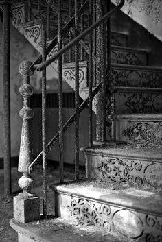 amazing shabby stairs