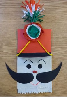 Kreatív ötletek március 15-ére - Színes Ötletek Paper Bag Crafts, Paper Plate Crafts For Kids, Christmas Paper Crafts, Christmas Art, Christmas Ornaments, Fox Crafts, Diy And Crafts, Arts And Crafts, Winter Activities