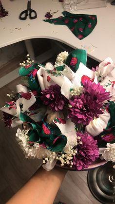 Ramadan Decorations, Flower Decorations, Eid Crafts, Crafts For Kids, Christmas Gift Wrapping, Christmas Wreaths, Diy Eid Cards, Eid Mubark, Henna Night