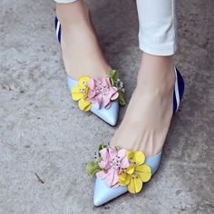 Cheap beautiful shoes, Buy Quality wedding dress shoe directly from China women designer pumps Suppliers: 2017 Fashion Style Pointed Toe Women Wedding Dress Shoes Mid Heel Flowers Design Women Pumps Beading Valentine Beauty Shoes Fancy Shoes, Pretty Shoes, Beautiful Shoes, Cute Shoes, Me Too Shoes, Mid Heel Shoes, High Heels, Women's Heels, Simple Shoes