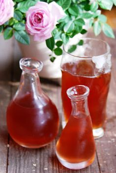 Zachwycenia: Syrop z czerwonej koniczyny Polish Recipes, Polish Food, Irish Cream, Kitchen Witch, Hot Sauce Bottles, Preserves, Health And Beauty, Natural Remedies, Smoothies
