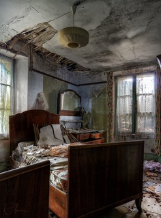 #abandoned and they left the bed and linens..