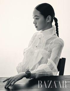 Kim Go Eun elegantly poses for 'Harper's Bazaar' Korea! Korean Actresses, Korean Actors, Actors & Actresses, Kim Go Eun Hair, Kim Go Eun Style, Kdrama Actors, Korean Star, Harpers Bazaar, Korean Women