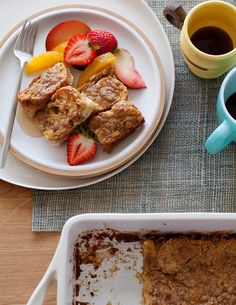 Streusal Baked French-Toast-yum!  http://mattbites.com/2012/11/03/breakfast-with-picky-palate/#