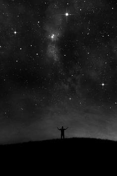 Stars Glorious night sky black and white Tumblr Wallpaper, Black Wallpaper, Wallpaper Backgrounds, Night Sky Tattoos, Tattoo Schwarz, Sky Full Of Stars, Lock Screen Wallpaper, Nocturne, Milky Way