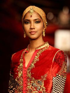 Looking up - The #BeautifulBride by #Azva  #AzvaAtIBFW #Mumbai #Jewellery #BeautifulBrides