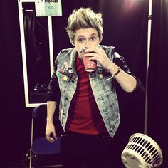 """Photo by onedirection """"quick cuppa before show for Nialler !! #TMHtourinGlasgow"""""""