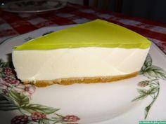 Hoy os traemos a Los delantales de Julio y Carmen una de esas tartas que nos gusta preparar cuando vamos de invitados a casa de familiares o amigos, ya que, ademas de su sabor y frescura, tiene una presentación muy bonita y resultona. Aquí os dejamos la receta de la Tar