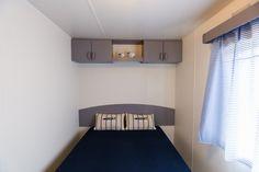 Mobil Home de alquiler en el camping situado en la Costa Dorada. Admite mascotas. Toddler Bed, Pets, Furniture, Home Decor, Photo Galleries, Beds, Child Bed, Decoration Home, Room Decor