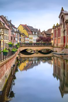 In picture-perfect Colmar, France. Beautiful Architecture, Beautiful Landscapes, Xiaomi Wallpapers, Neuschwanstein, France, Travel Videos, European Travel, Travel Europe, Germany Travel