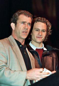 Mel Gibson recuerda a Heath Ledger a un año de su muerte - El actor de Holywood Mel Gibson le hizo un tributo al fallecido Heath Ledger en una revista estadounidense a manera de conmemorar un año de su partida. De acuerdo a contacmusic.com, Gibson le dijo a Entertainment Weekly que el vio muchas de sus características en Ledger, a quien conoció cuando el rubio actor australiano hizo la audición para hacer el papel de su hijo en la cinta del 2002 'El Patriota'. Gibson dijo que que estaba ...