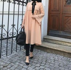🌟 Everyone wants happiness, no one wants rain. But you can't have a rainbow, without a little rain. 🌟 Just tap for deets🙌 Modern Hijab Fashion, Islamic Fashion, Abaya Fashion, Muslim Fashion, Modest Fashion, Skirt Fashion, Fashion Outfits, Hijab Outfit, Hijab Tutorial