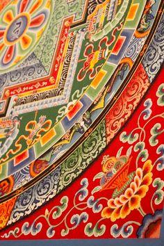 Tibetan Monks Create Wildly Intricate Sand Painting In Meditative Masterpiece Tibetan Mandala, Tibetan Art, Tibetan Buddhism, Buddhist Art, Sand Painting, Sand Art, Estilo Kitsch, Thangka Painting, Spiritual Symbols