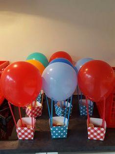 Gezonde traktatie, luchtballon met aardbeien en banaan Baby Shower Deco, Baby Shower Balloons, Birthday Balloons, Birthday Room Decorations, Diy Party Decorations, Balloon Decorations, Baby Boy 1st Birthday, Unicorn Birthday, 1st Birthday Parties