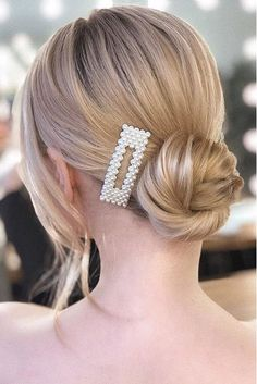 We might have given up the tulle tutus and silk slippers long ago, but the classic ballerina bun is here to stay. 2 : We might have given up the tulle tutus and silk slippers long ago, but the classic ballerina bun is here to stay. Clip Hairstyles, Braided Bun Hairstyles, Trending Hairstyles, Braided Buns, Classic Hairstyles, Messy Buns, Holiday Hairstyles, Easy Hairstyle, Wedding Hairstyle