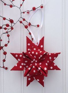Homemade Christmas Ornaments: Folded Fabric Stars - love making these. Folded Fabric Ornaments, Fabric Christmas Ornaments, Christmas Sewing, Quilted Ornaments, Fabric Christmas Decorations, Scandinavian Christmas Ornaments, Lollipop Decorations, Christmas Projects, Holiday Crafts
