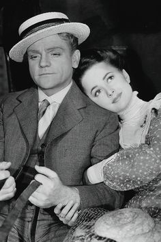 jodockerys:  Olivia de Havilland and James Cagney in The Strawberry Blonde (1941)