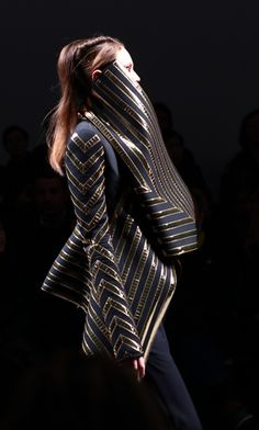 ack and Gold Dark Fashion, Fashion Art, High Fashion, Womens Fashion, Fashion Design, Gareth Pugh, Vogue, Textiles, Sculptural Fashion