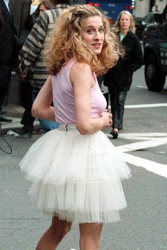 La nueva serie de los productores de Gossip Girl se ve buenisima. Cuenta la historia de la juventud de Carrie Bradshaw...