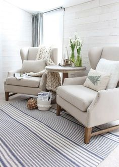 32+ AWESOME WINTER LIVING ROOM DECOR IDEAS FOR SMALL APARTMENTS #livingroom #livingroomdecor #livingroomdecorideas Coastal Living Rooms, Formal Living Rooms, Living Room Decor, Modern Living, Small Living Room Chairs, Modern Room, Small Living Room Designs, Simple Living, Luxury Living