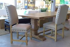 MARABIERTO - Silla Manor en roble con tapizado en lino beige
