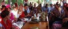Una reunión de amigos inolvidable. Caras que vuelven a encontrarse, aventura, canciones conocidas, recuerdos, risas, guitarras, y como no, numerosas escenas impregnadas de una dosis de humor, son componentes esenciales de esta fiesta.#turismo #turismoandaluz #huelva #almonte #elRocío #Romeria2015 #RocioChico #Aventurole #aventura #turismocultural
