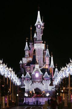 Image via We Heart It https://weheartit.com/entry/145065353 #christmas #decoration #disneyland #happiness #paris #snow