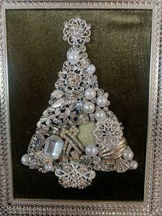 Jewelry Christmas Tree, Jewelry Tree, Christmas Art, White Christmas, Tree Crafts, Crafts To Do, Christmas Crafts, Adult Crafts, Costume Jewelry Crafts