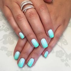 The advantage of the gel is that it allows you to enjoy your French manicure for a long time. There are four different ways to make a French manicure on gel nails. Cute Summer Nail Designs, Cute Summer Nails, Spring Nails, Cute Nails, Summer Holiday Nails, Aqua Nails, Blue Ombre Nails, Sns Nails Colors, Aumbre Nails