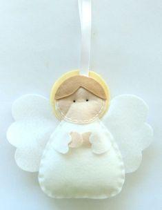 Este angelito de fieltro es ideal para el árbol de #Navidad    Felt Angel