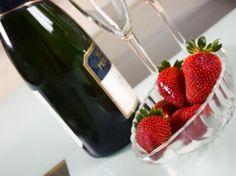 Rocca al Mare - Romantiikkapaketti - Viro - Hotelli Strawberry, Fruit, Food, Essen, Strawberry Fruit, Meals, Strawberries, Yemek, Eten