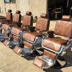 Barber Shop Interior, Barber Shop Decor, Barber Man, Barber Chair, Barber Equipment, Barbershop Design, Barbershop Ideas, Bearded Tattooed Men, Bearded Men