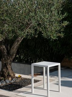 Contemporary design together with many interesting features make the Conrad collection a perfect product to furnish reception areas in the world of hospitality. Frosta, Tall Stools, Low Stool, Square Tables, Reception Areas, Outdoor Furniture Sets, Outdoor Decor, Sun Lounger, Contemporary Design