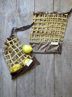 2 Sacs réutilisables pour fruits et légumes, zéro déchet, sacs pour l'épicerie lavables - faits de tissus recyclés par JacquardVichy sur Etsy Dryer Machine, Recycled Fabric, Fruits And Vegetables, Zero Waste, Bag Making, Recycling, Creations, Packaging, Etsy