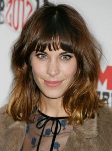 30 Super Chic Medium Hairstyles With Bangs - Part 23 Bangs With Medium Hair, Medium Hair Cuts, Medium Hair Styles, Short Hair Styles, Short Bangs, Bob Hairstyles 2018, Bob Hairstyles With Bangs, Latest Hairstyles, Celebrity Hairstyles