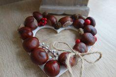 Chestnut heart wreath. Autumn DIY decoration. Door wreath handmade by @theinspirassion