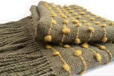 Resultado de imagen para telares pieceras Loom Weaving, Hand Weaving, Woven Scarves, Textiles, Burlap Crafts, Knitting Wool, Rag Quilt, Textile Design, Fiber Art