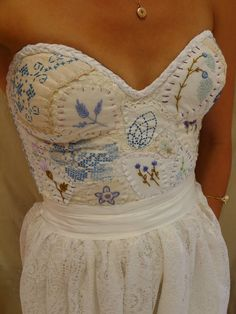 Meadow Bustier Wedding Gown... Size S/M... dress by jadadreaming
