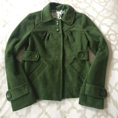 Green peacoat 2 buttons at top, rest are hidden buttons. 2 front pockets and pleating detail on front. Optional hood buttons on or off Jackets & Coats Pea Coats