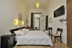 Ξενοδοχείο Δρυάδες Εμμανουήλ Μπενάκη 105 και Ανεξαρτησίας 7 Λόφος Στρέφη. Furniture, Home Decor, Homemade Home Decor, Home Furnishings, Decoration Home, Arredamento, Interior Decorating