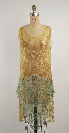 Vintage Dresses Dress, Evening Callot Soeurs (French, active Date: Culture: French Medium: cotton, plastic, metallic thread - 1920 Style, Style Année 20, Flapper Style, 1920s Flapper, Club Style, 20s Fashion, Art Deco Fashion, Fashion History, Vintage Fashion