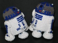 knitted R2D2