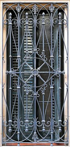 Barcelona - Clos de Sant Francesc 045 b Wrought Iron Security Doors, Wrought Iron Decor, Wrought Iron Gates, Civil Engineering Design, Window Grill Design, Iron Windows, Tuscan Design, Tuscan Style, Iron Steel