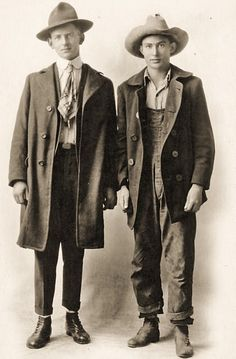 Old school workwear inspiration - fun! casual pea coat wear, lose the sloppy hats Rugged Style, Vintage Photographs, Vintage Photos, Antique Photos, Vintage Outfits, Vintage Fashion, Style Masculin, Look Man, Retro Mode