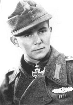✠ Helmut Thierfelder (April 10, 1914 - February 10, 1994) RK 02.09.1944 Oberfeldwebel Zugführer i. d. 6./Pz.Gren.Rgt 33 4. Panzer-Division