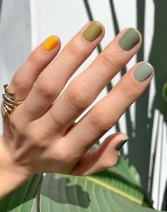 For spring the more nail polish colors you wear, the better. Here's how to wear different color nails, gradient nails, multicolored nails, and mismatched nails for spring Nail Polish Trends, Nail Polish Colors, Manicure Colors, Neutral Nail Polish, Nail Color Trends, Green Nail Polish, Polish Nails, Cute Nails, Pretty Nails