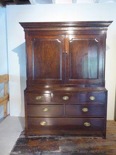 Small 18thc Oak Cupboard - Antiques Atlas